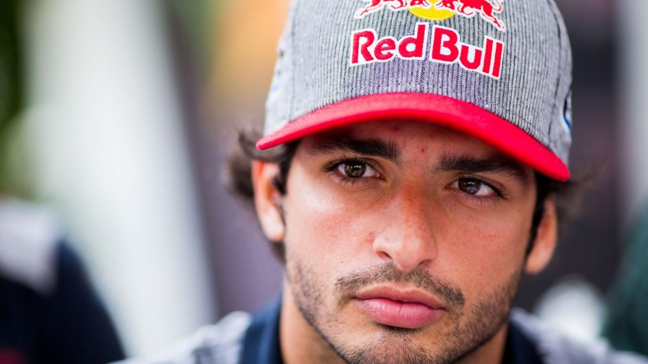 Red Bull loans Sainz to Renault for 2018
