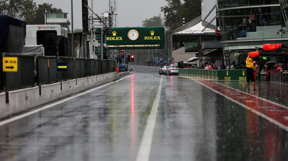 Massa heads very wet final practice