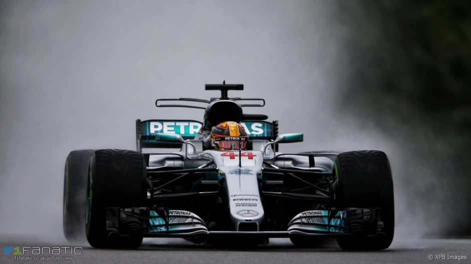 """""""Worst Friday"""" for Mercedes gives Vettel a chance"""