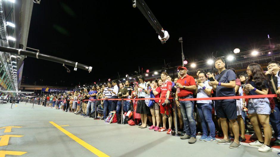 Fans, Singapore, 2017