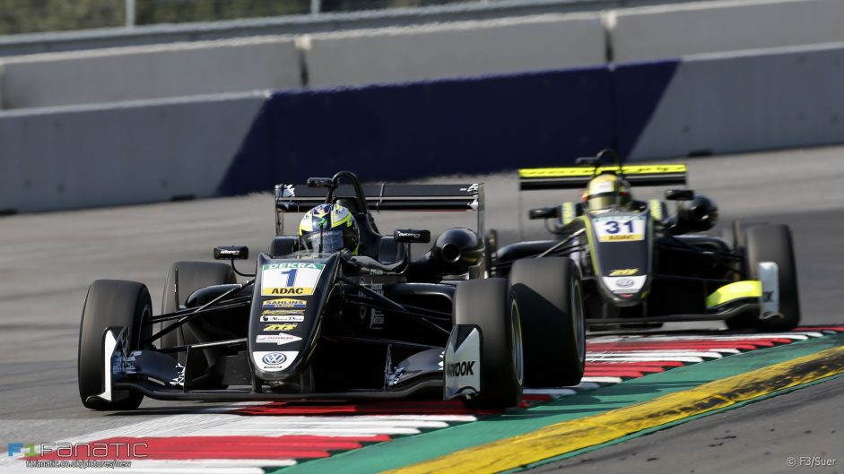 Last-lap crash means F3 title fight goes to the wire
