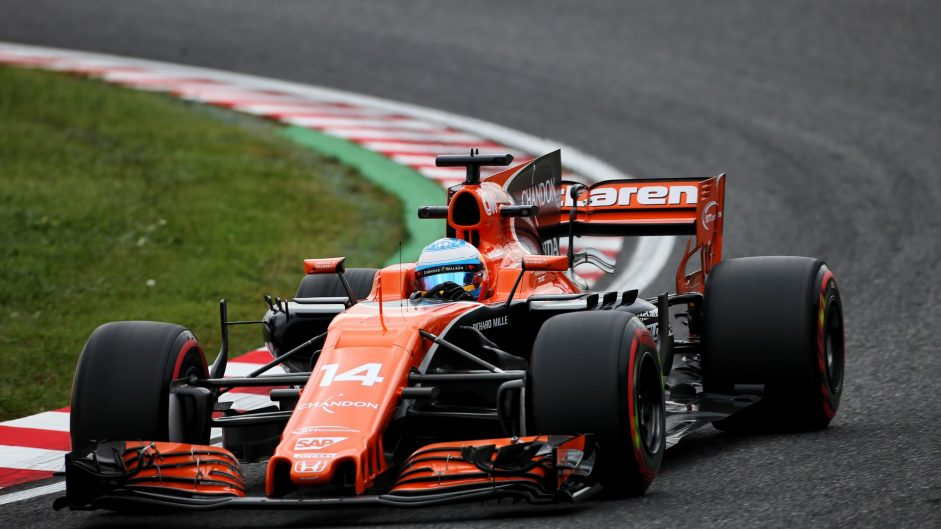 Alonso penalised for slow response to blue flags for Hamilton