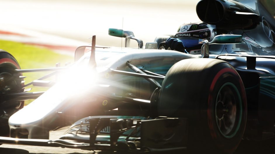 Bottas breaks track record in opening session