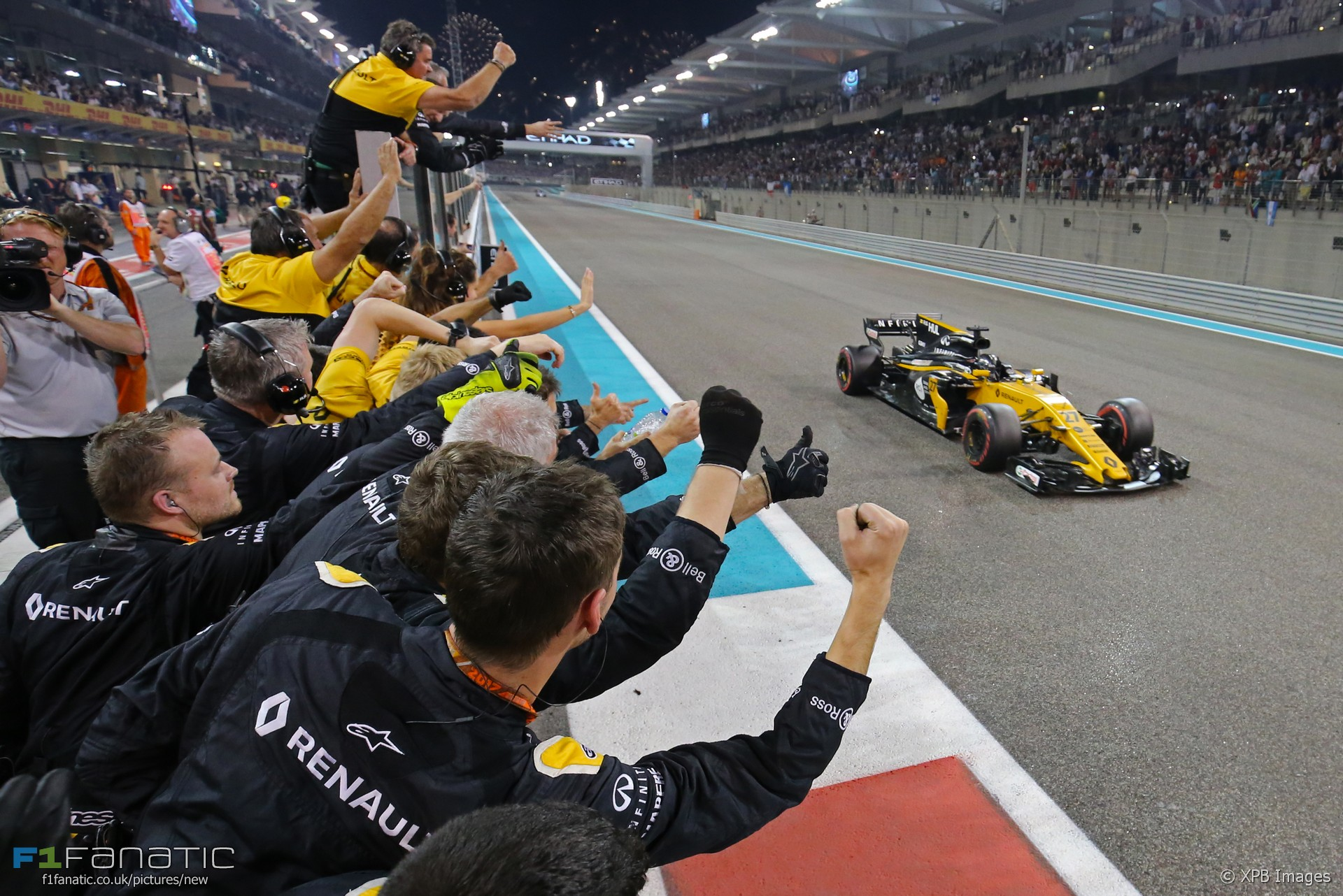 Nico Hulkenberg, Renault, Yas Marina, 2017