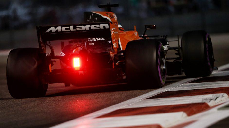 Fernando Alonso, McLaren, Yas Marina, 2017