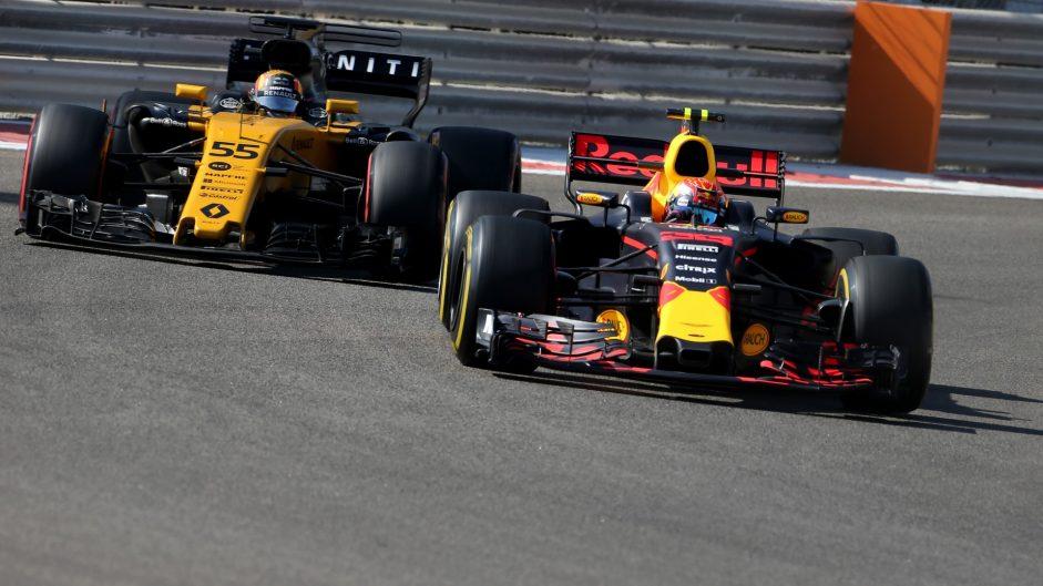 Max Verstappen, Carlos Sainz Jnr, Yas Marina, 2017