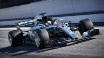 """Tough 2017 races had """"significant"""" effect on new Mercedes – Hamilton"""