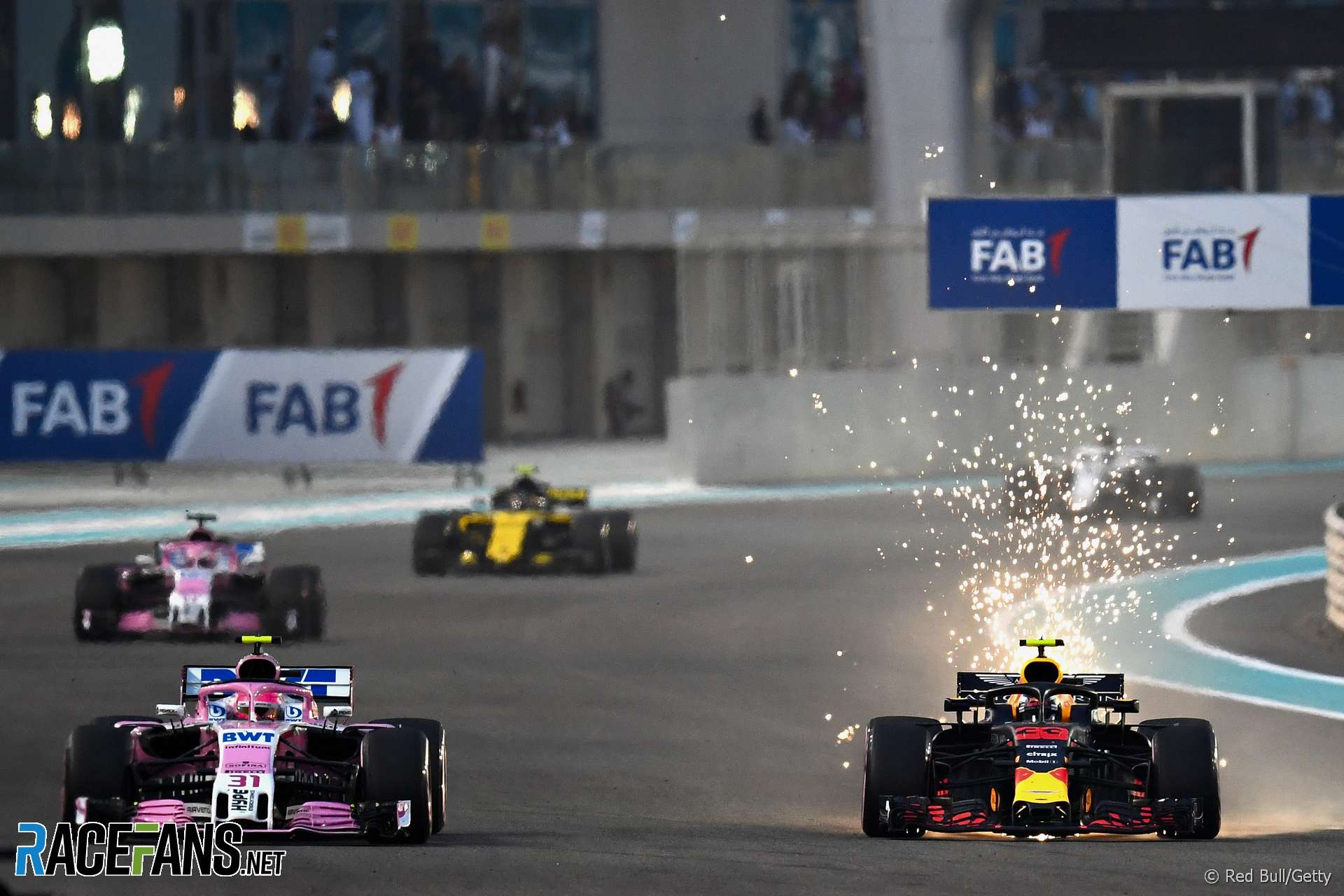 Esteban Ocon Max Verstappen, Yas Marina, 2018