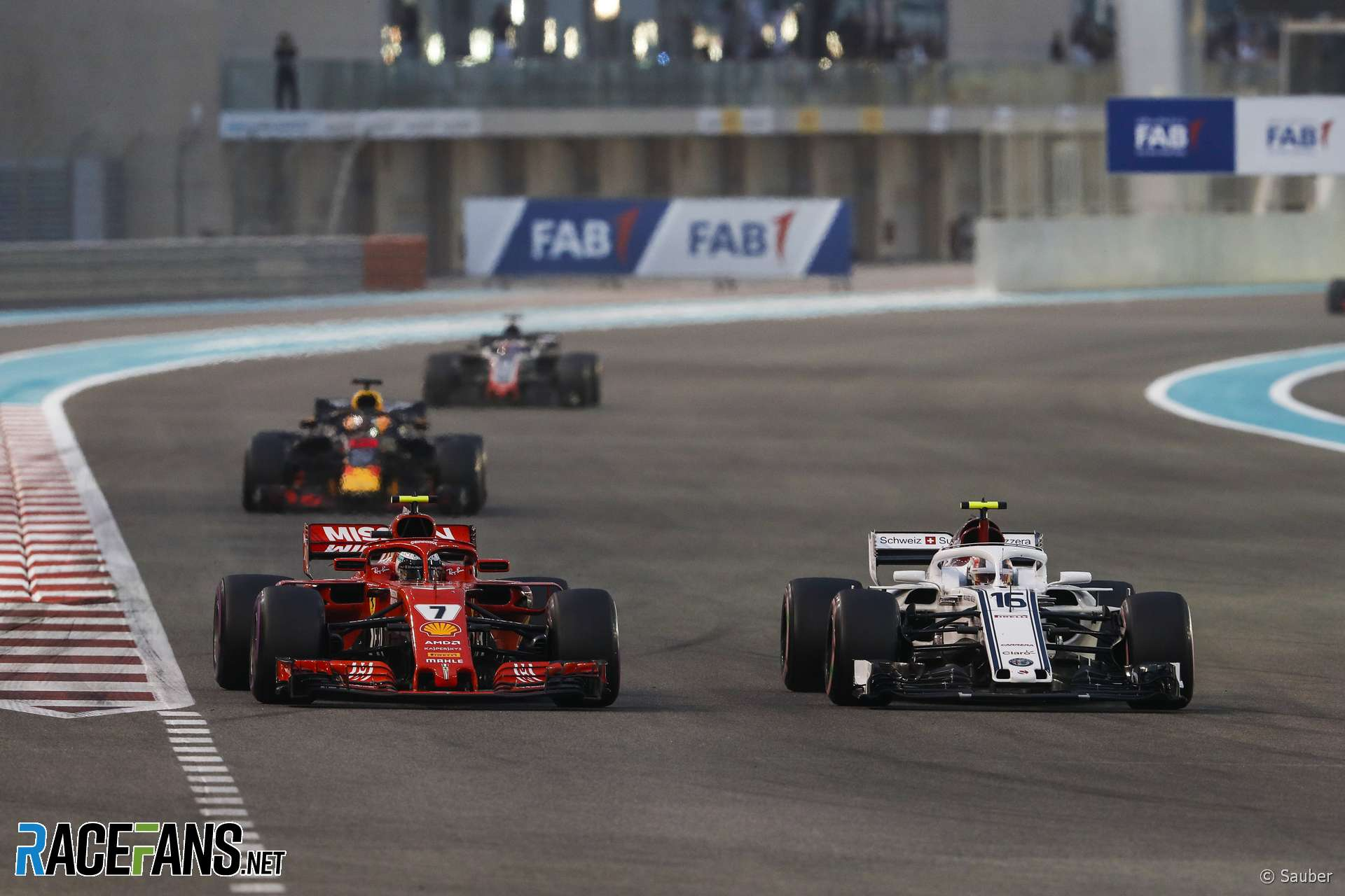 Kimi Raikkonen, Charles Leclerc, Yas Marina, 2018