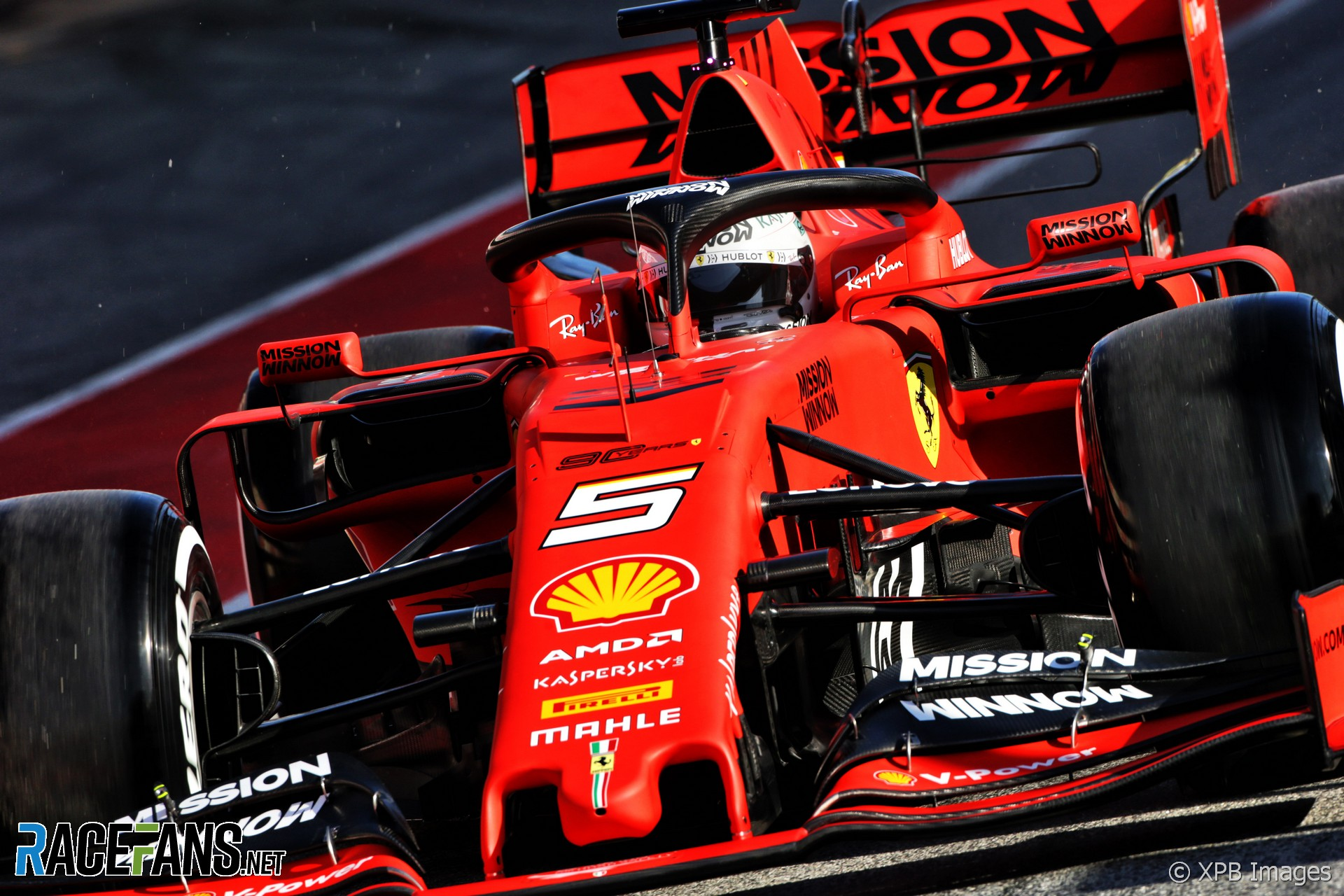 """""""Nightmare"""" Brexit could hand Ferrari an advantage - Wolff"""