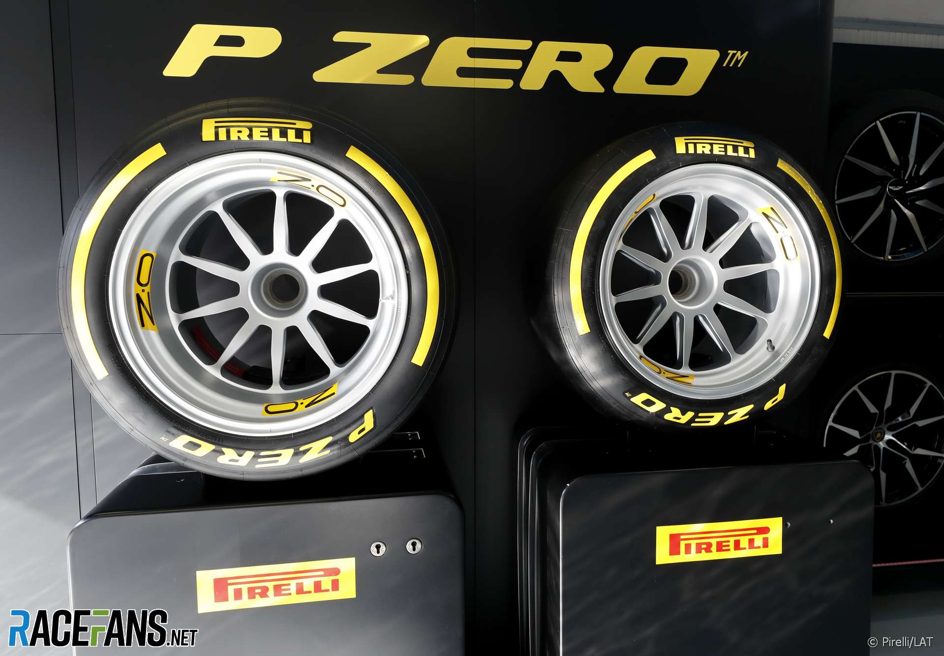 18 Inch Tires >> Video Pirelli Perform First F1 Test With 18 Inch Tyres