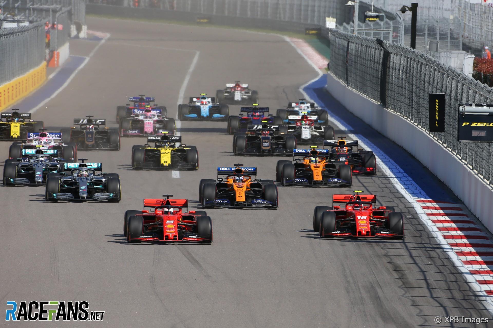"""Παρατηρώντας κανείς το φετινό πρώτο μισό της σεζόν στη Formula 1 σίγουρα διαπιστώνει πως οι καμπάνες του Maranello, παλιός """"Άγγελος"""" των επιτυχιών της Ferrari, είχαν """"σκουριάσει"""" λίγο. Η Ιταλική ομάδα δεν κατάφερε να πανηγυρίσει καμμία νίκη μέχρι και τοGpτης Ουγγαρίας, παρόλο που είχε πετύχει 3 Pole. Μετά όμως από τη θερινή ανάπαυλα όλοι μείναμε άναυδοι από τη μεταμόρφωση της ιστορικής ομάδας. Αν και οι επιτυχίες σε Βέλγιο και Ιταλία έμοιαζαν λίγο πολύ αναμενόμενες, η Σιγκαπούρη και η Ιαπωνία σίγουρα άφησαν έκπληκτους του Λάτρεις του μηχανοκίνητου αθλητισμού. Ωστόσο, παρά τη μεγάλη δυναμική της στο δεύτερο μισό του Πρωταθλήματος, η Ferrari κατάφερε να μετουσιώσει σε νίκη τις 3 από τις 6 τελευταίες συνεχόμενες Pole(!), ενώ πέτυχε το 1-2 σε μόλις έναν αγώνα. Όλα αυτά σίγουρα μας βάζουν σε σκέψεις... μήπως οι καμπάνες του Maranello που τώρα τελευταία τόσο χαρμόσυνα χτυπούν είναι λίγο """"Βραχνιασμένες"""";"""
