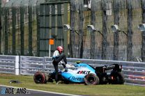 Chassis change puts Kubica's race in jeopardy as three teams work on repairs