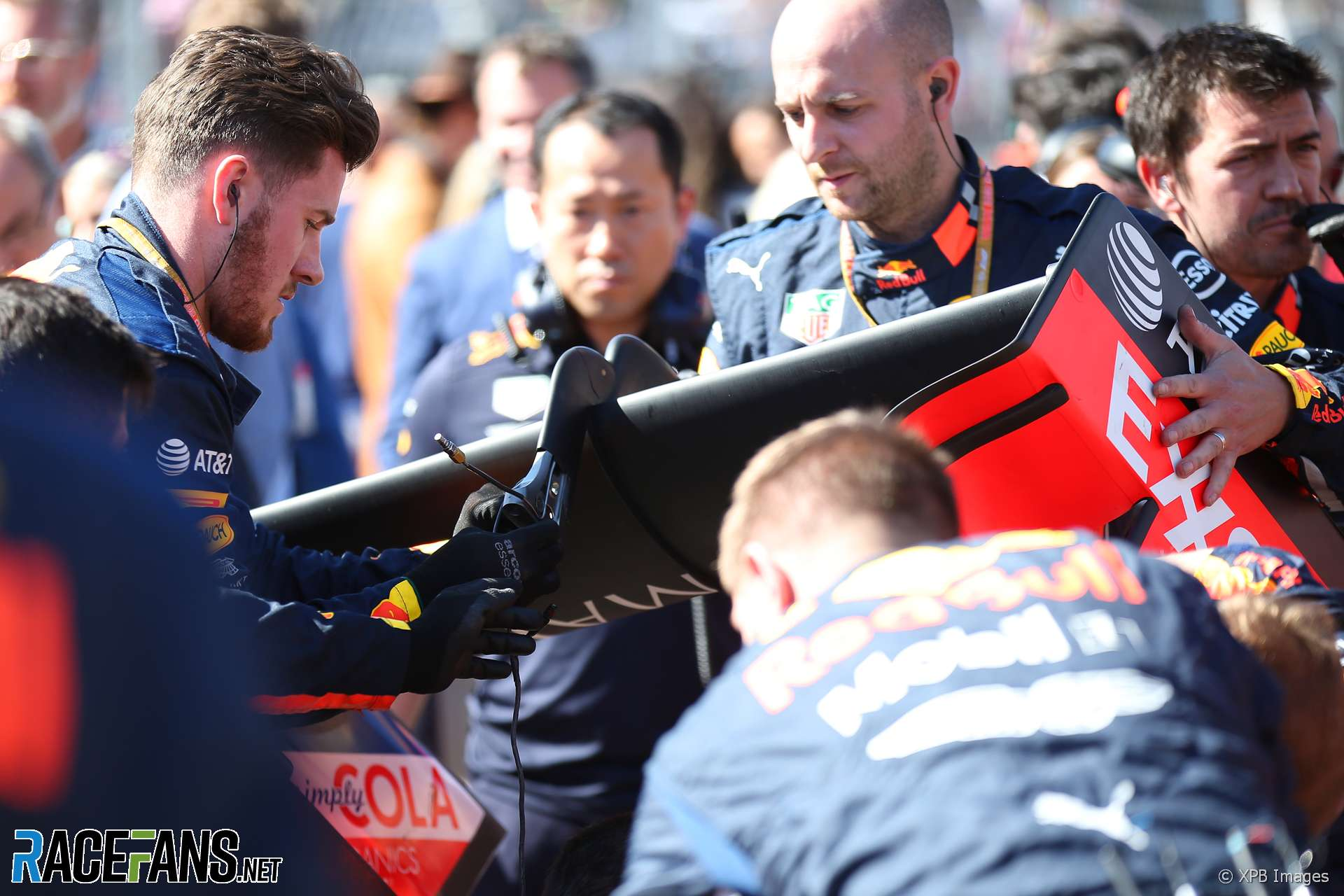 Red Bull mechanics fix Max Verstappen's rear wing, Circuit of the Americas, 2019