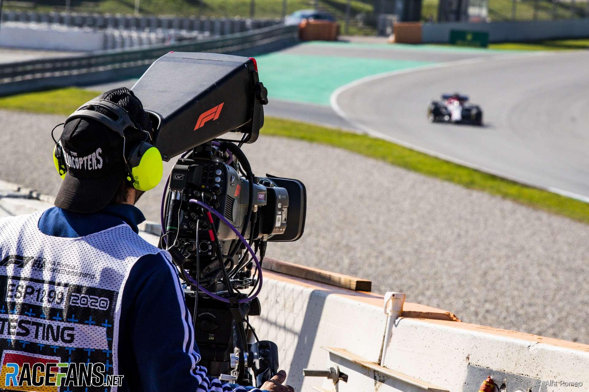 Television camera following Antonio Giovinazzi, Alfa Romeo, Circuit de Catalunya, 2020