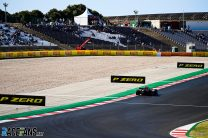 """Turn one is """"asking for accidents"""" at the start, warns Sainz"""