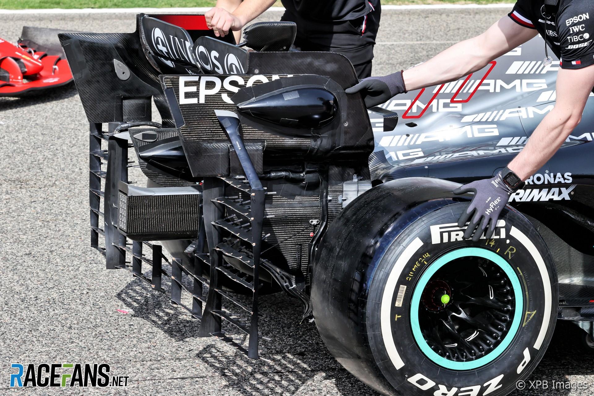 Mercedes AMG F1 W12 rear wing, Bahrain International Circuit, 2021