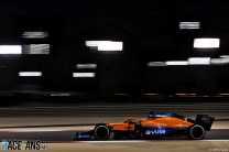 Daniel Ricciardo, McLaren, Bahrain International Circuit, 2021