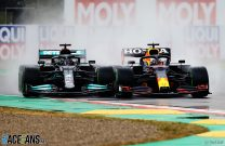 "Verstappen picking his ""moments to shine"" in Hamilton title fight"