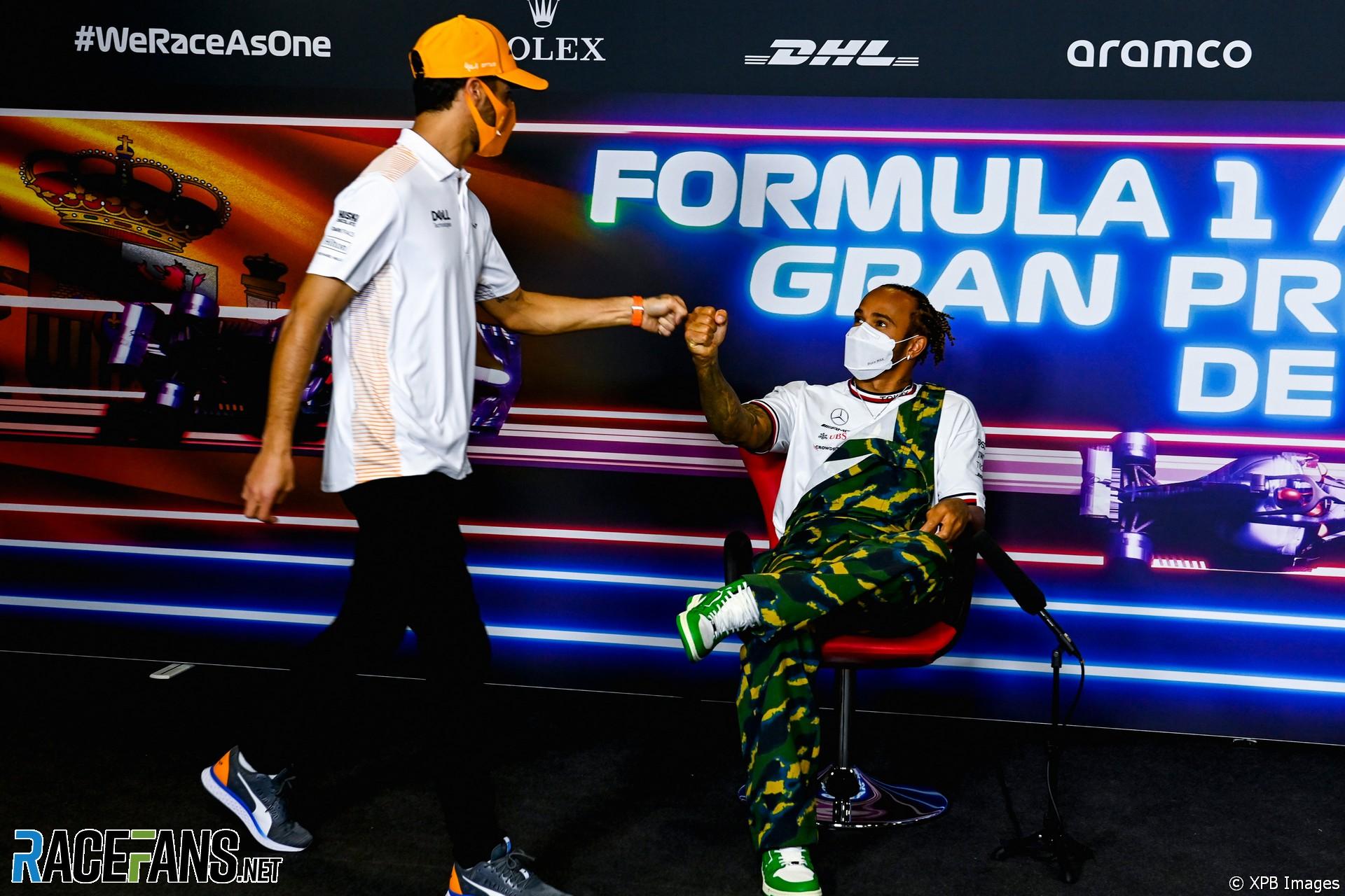 Daniel Ricciardo, Lewis Hamilton, Mercedes, Circuit de Catalunya, 2021