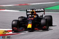 Verstappen puts Hamilton on alert with quickest time in final practice