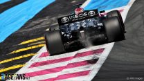 """F1 teams want alternative to kerbs which can """"destroy a car"""""""