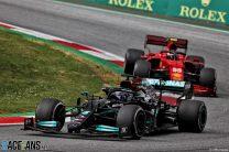 "Sainz praises Ferrari ""teamwork"" with Mercedes after unlapping himself from Hamilton"