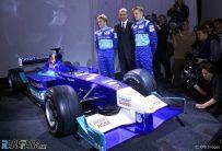 Nick Heidfeld mit Teamchef Peter Sauber und Kimi RŠikkšnen heute bei Vorstellung des Sauber C20